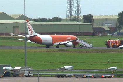 Поврежденный самолет вызвал 12-часовой сбой в работе британского аэропорта