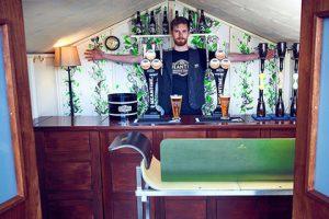 В лондонском сарае откроют паб с бесплатным пивом