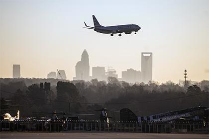 Пассажиры американского самолета пострадали из-за турбулентности