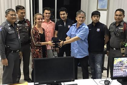Таксист в Таиланде вернул туристам потерянную сумку с деньгами