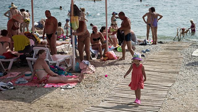 Аксенов недоволен тем, как готовят пляжи к курортному сезону