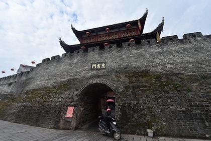 В КНР возвели копию Великой Китайской стены