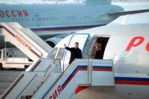 Медведев увеличил количество льготных авиарейсов по России