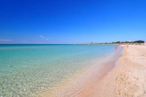Холодное лето гонит туристов с Черного моря