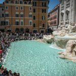 Знаменитый фонтан Треви в Риме шокировал туристов