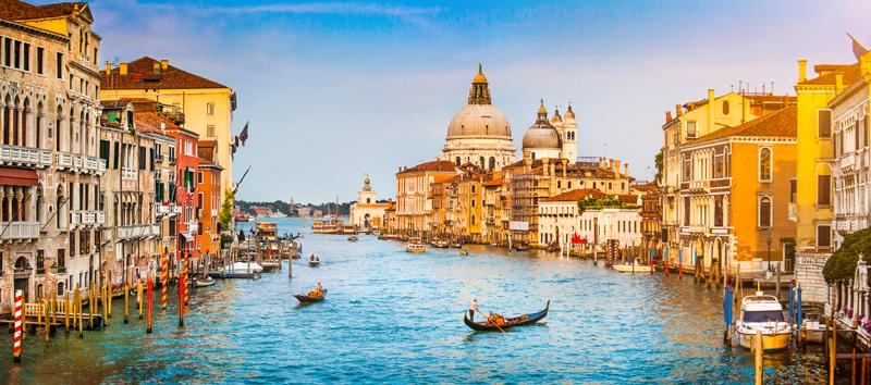 По Италии начинает путешествие Король Панеттоне
