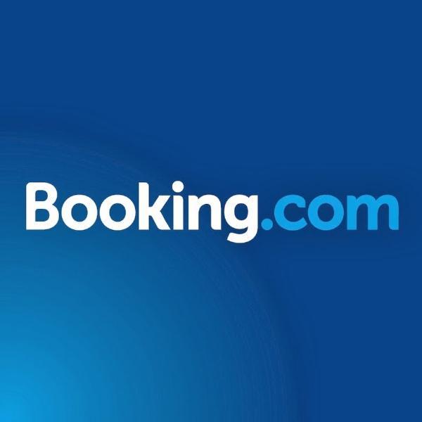 Туроператор предложил запретить в России сервис Booking