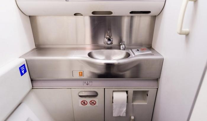 Туалеты в самолетах сделают еще меньше ради прибыли