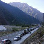 На пропускном пункте с Грузией туристы застряли в многочасовых пробках