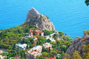 «Океанские» пляжи и яркие фестивали: что надо успеть увидеть в Крыму