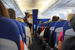 Половина туристов готовы отказаться от удобств в полете ради низкой цены
