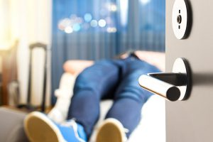 Грязная постель и ил в джакузи. Составлен антирейтинг гостиничных услуг