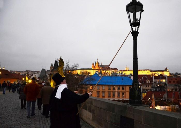 В Праге к Рождеству вернут фонарщиков