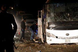 В Египте у Пирамид Гизы подорвали автобус с туристами, трое погибли