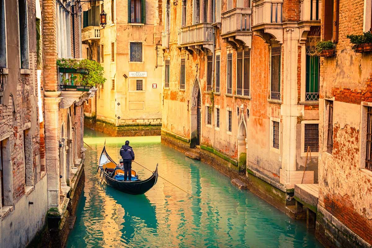 Венеция с мая обложит новым налогом гостей города