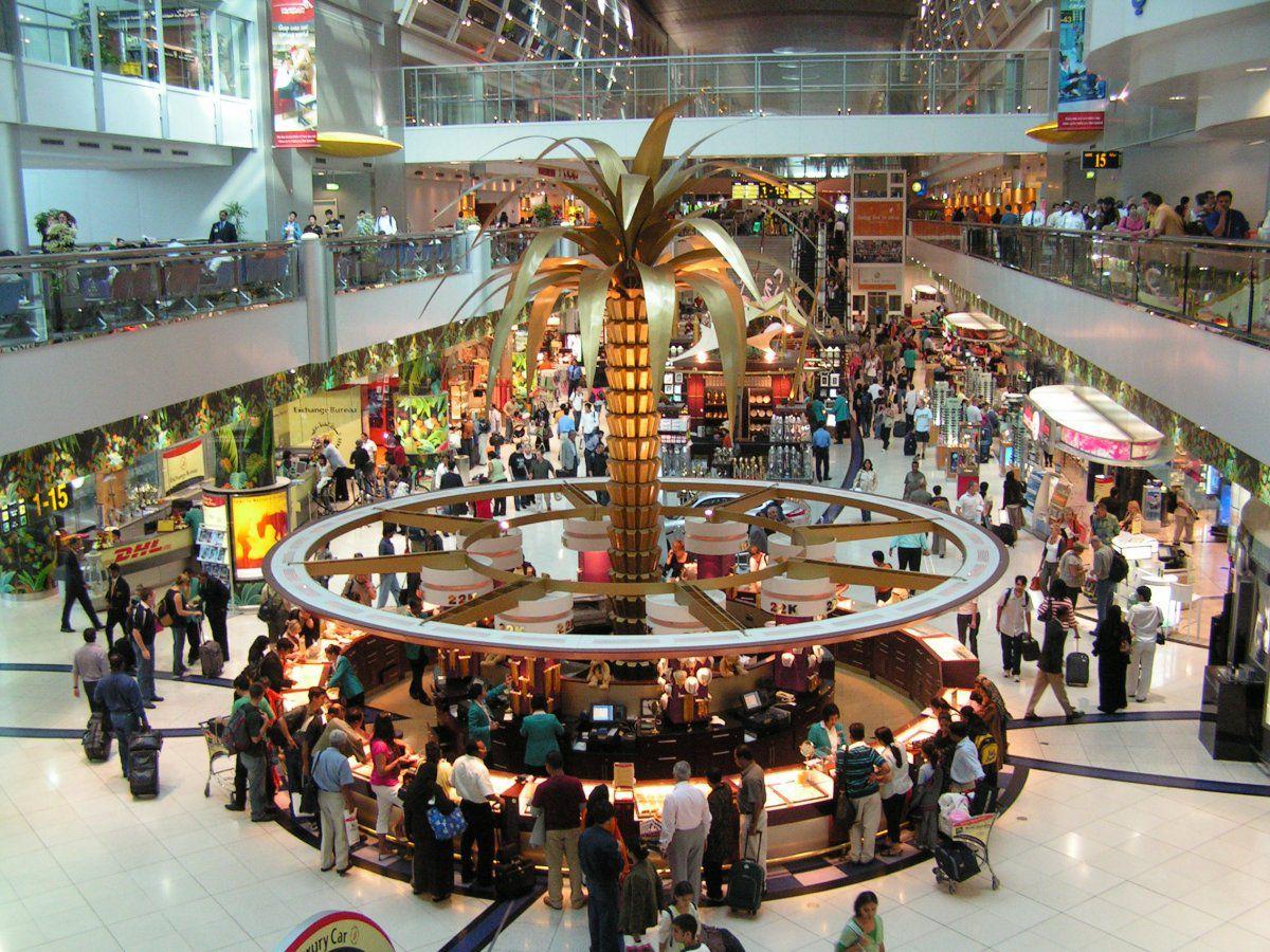 Почему в аэропорту Дубая в ближайшие дни будут огромные очереди и пробки