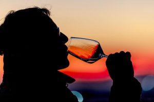 Дубай ввел 30-дневную бесплатную лицензию на алкоголь для иностранцев
