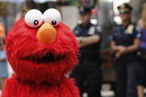 Педофил в костюме Элмо пойман на Таймс-Сквер после «ощупывания» молодой туристки