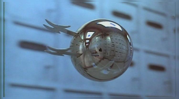 В аэропорту Франкфурта за авиапассажирами следят летающие шары