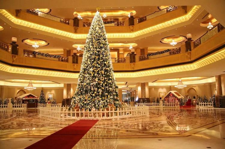 Елочные рекорды. На новогоднюю елку в Абу-Даби потратили более 11 млн долларов