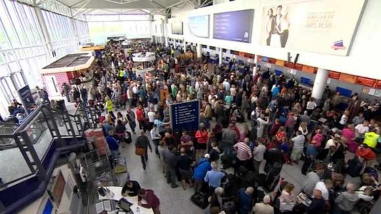 Наши справляются с хаосом в аэропорту Стамбула из-за новых правил встречи туристов