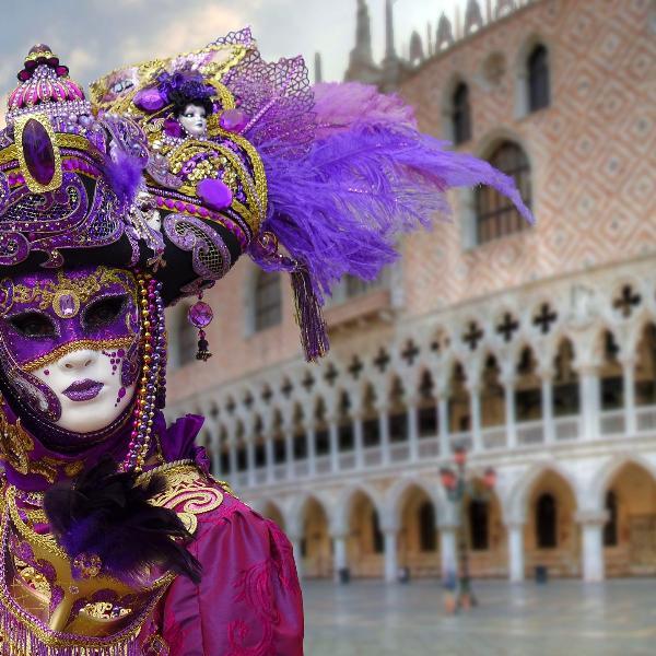Венецианский карнавал открылся красочным водным парадом