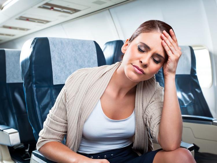 Переполох на борту самолета: похмелье перепутали с коронавирусом