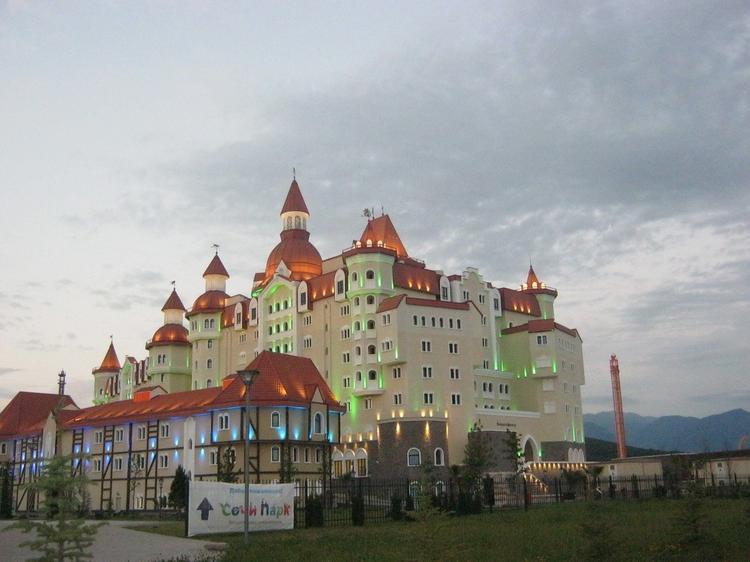Откроются ли отели Крыма и Сочи хотя бы к июню?