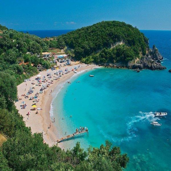 В Греции открывают пляжи
