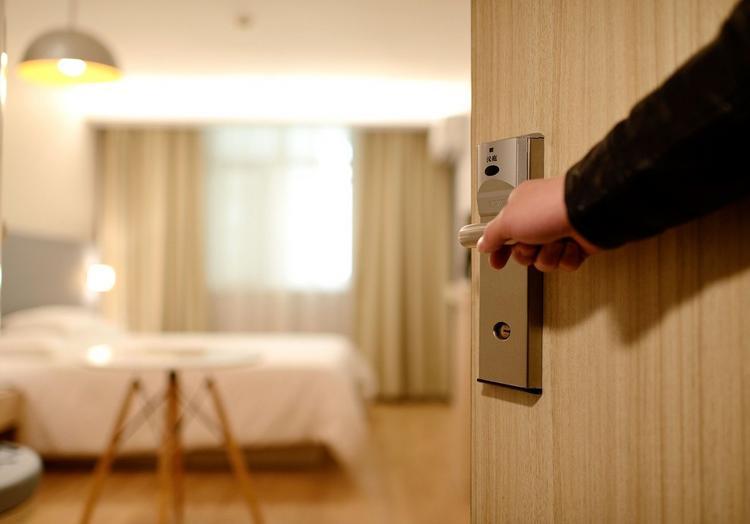 Курорты после пандемии: без «шведских столов» и ключей от номера, но с масками и бассейнами по записи