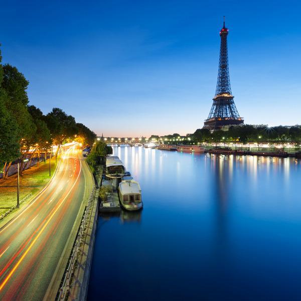 Во Франции планируют открывать бары и рестораны