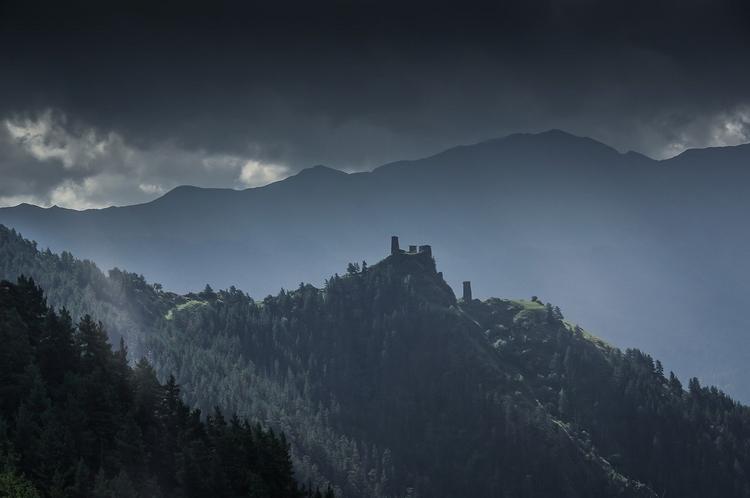 В горах Сочи пропала группа туристов с детьми. Район поиска расширяется