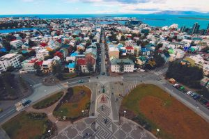 Исландия открывает границы для туристов с зарплатой не менее 88 000 долларов США в год
