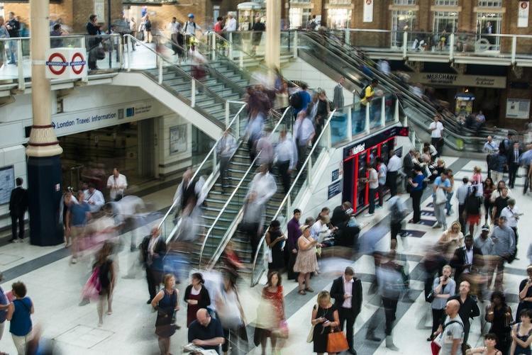 В Великобритании начался хаос после новых запретов на поездки и отмены авиасообщения