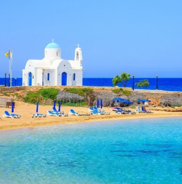 Кипр возобновляет выдачу виз для туристов из России