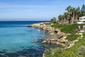 Выяснилось, что попасть на Кипр без теста на коронавирус смогут не все