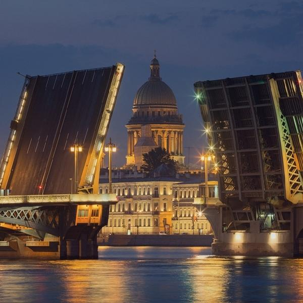 В Петербурге стартует сезон навигации на Неве