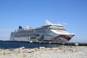 Компания Norwegian Cruise Line возобновит круизы в Европе и на Карибах уже этим летом