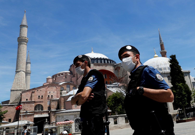 В Турции вводят дополнительные ограничительные меры с 7 мая